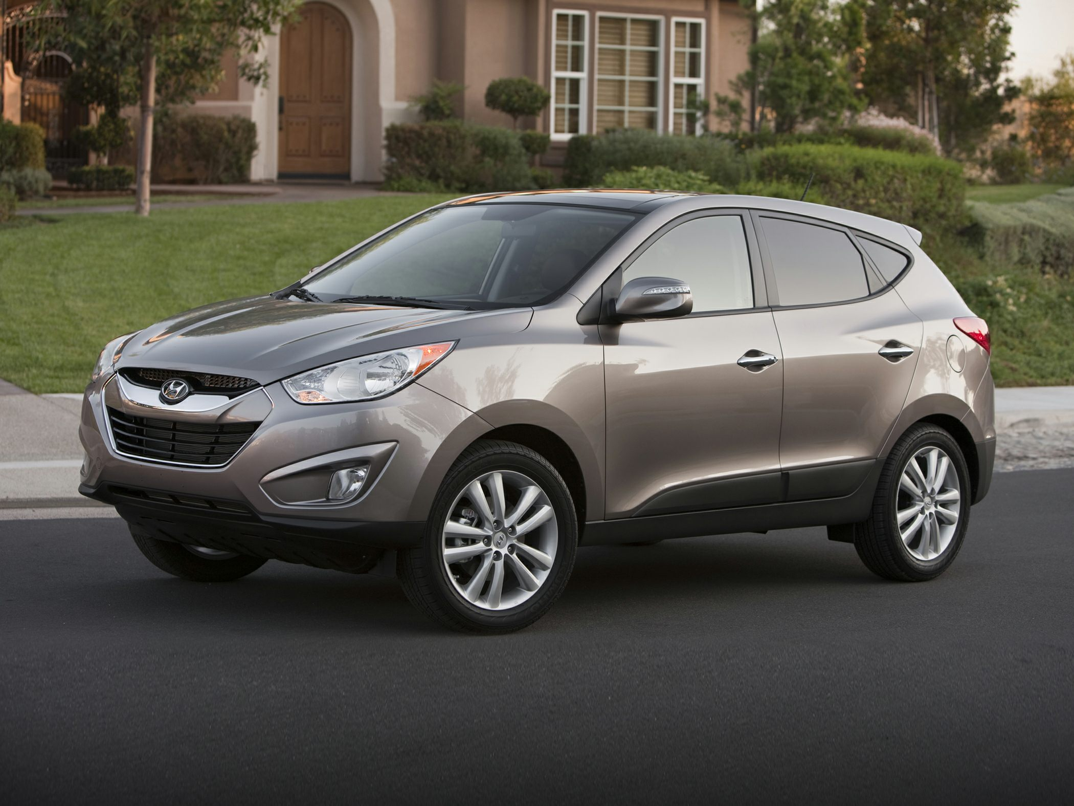 2011 Hyundai Tucson Limited All the right ingredients Wonderful fuel economy for an SUV New Arriv