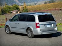 2014 Chrysler Town & Country Front-wheel Drive Passenger Van Touring
