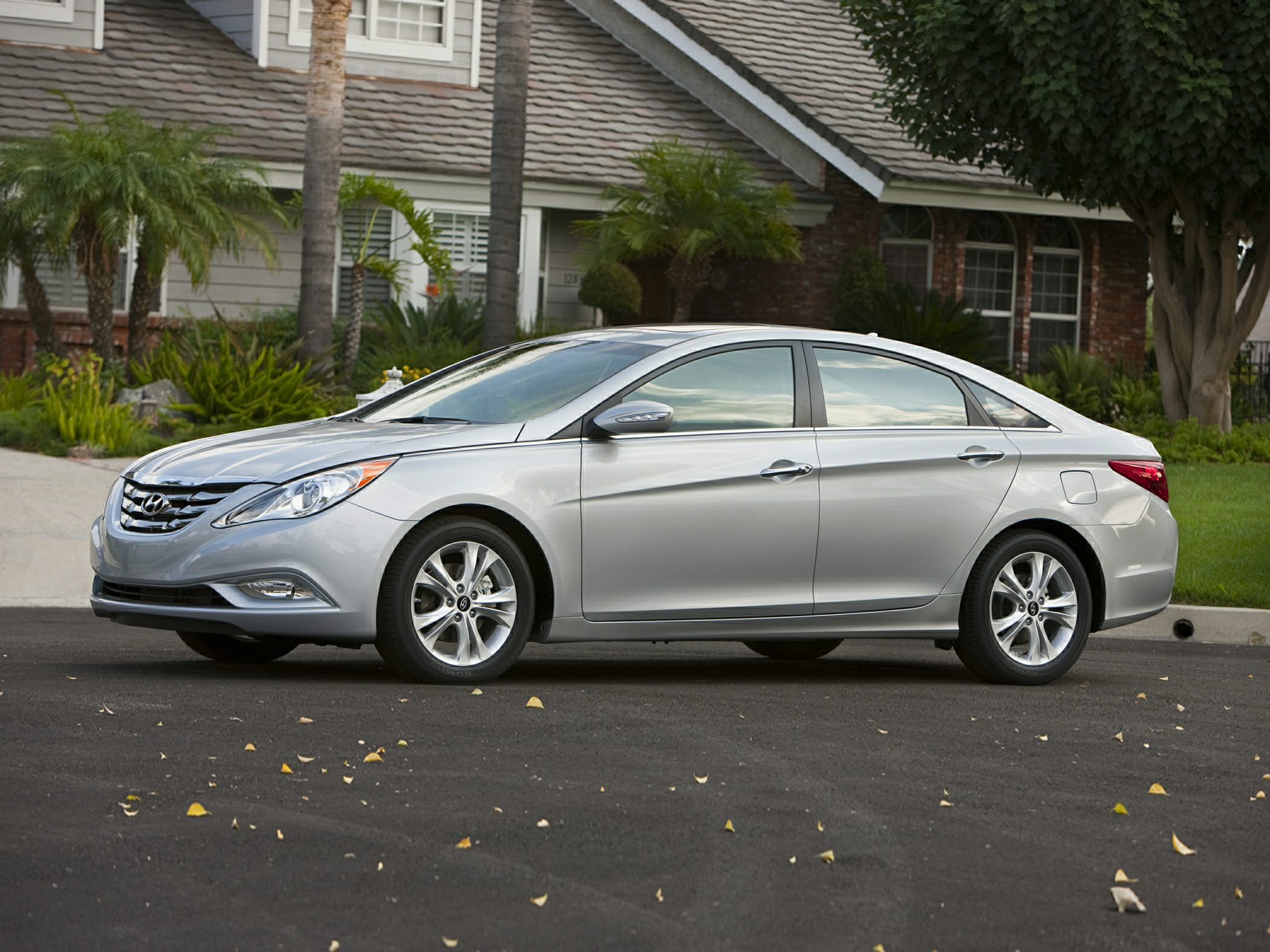 2013 Hyundai Sonata GLS Silver Front Bucket SeatsPremium Cloth Seating SurfacesRadio Autonet AM