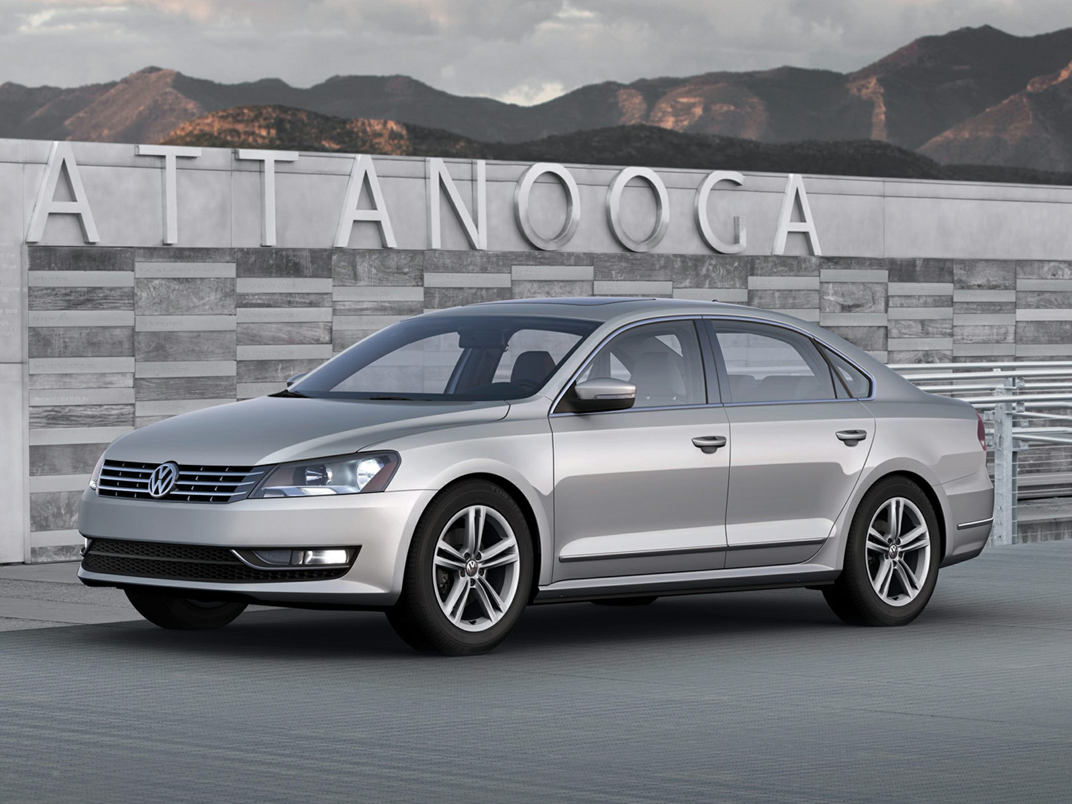 2013 Volkswagen Passat V6 SE Gray 9 SpeakersCD playerMP3 decoderRadio data systemAir Condition
