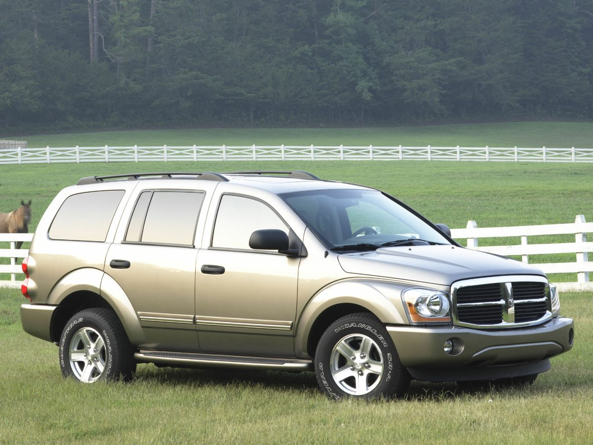 2005 Dodge Durango Silver 392 Axle Ratio17 x 8 Styled Steel Wheels wPainted CoversCloth Buck