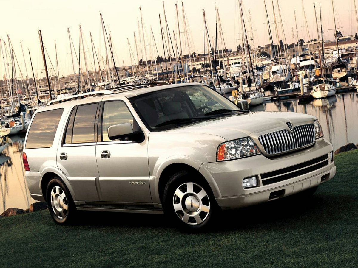2005 Lincoln Navigator Ultimate White Sticking power with super traction control Get a grip with