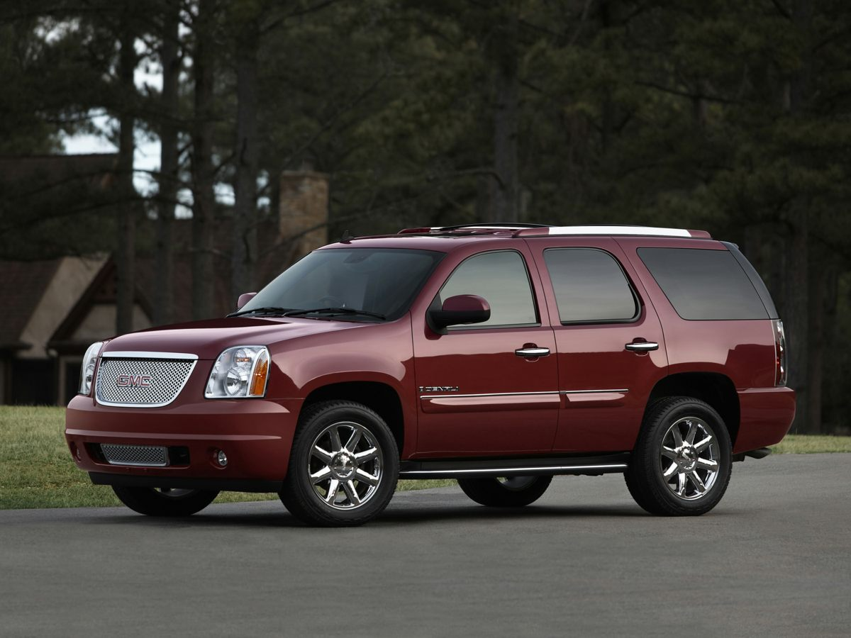 2007 GMC Yukon Denali Gray ONE OWNER and CLEAN CAR FAX AWD You win Yeah baby Creampuff Thi