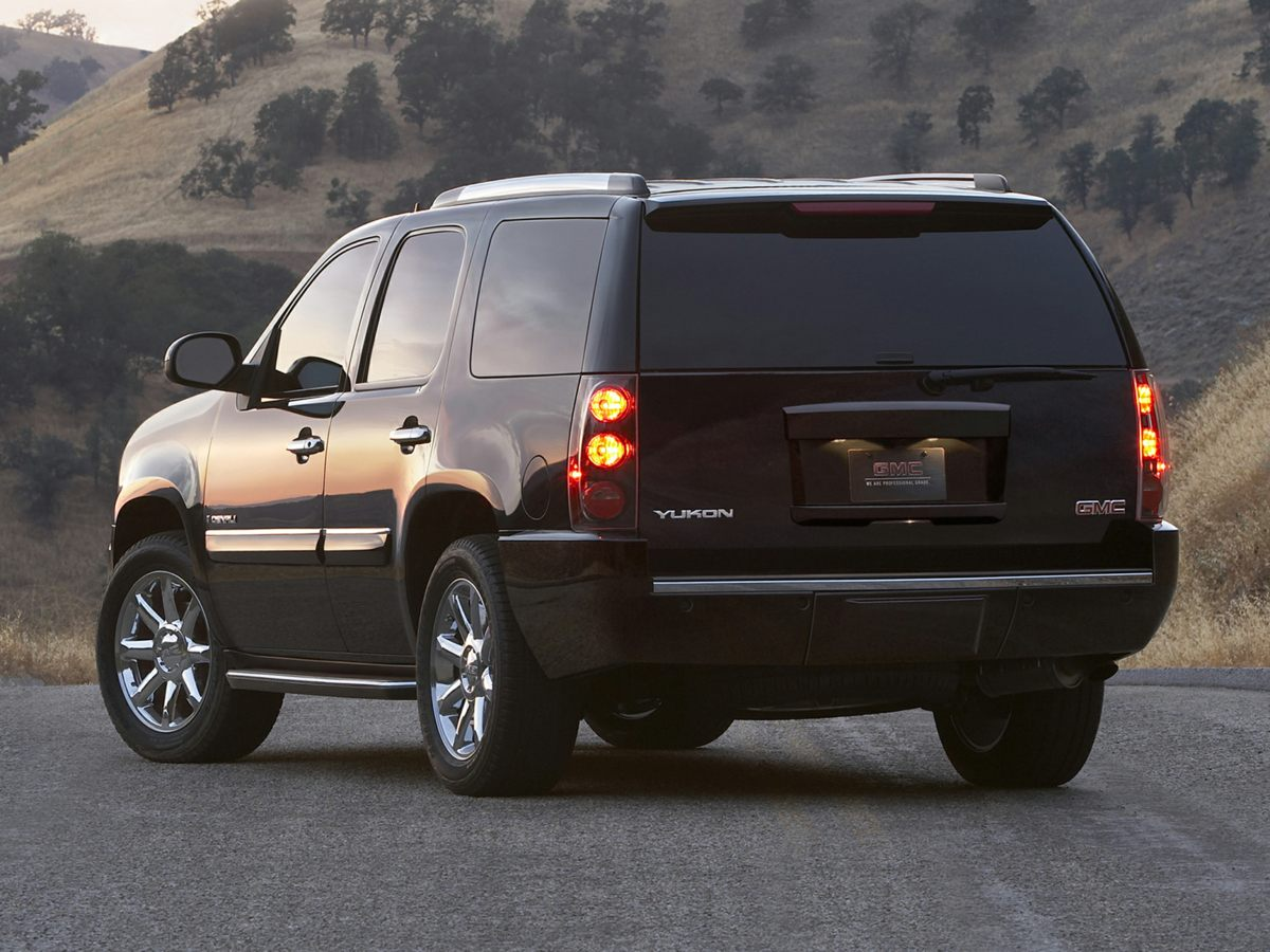 2011 GMC Yukon Denali Black 342 Rear Axle RatioFront Full-Feature Reclining Bucket SeatsPerfora