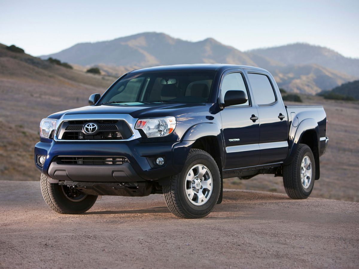 2015 Toyota Tacoma Base White TRD Sport Package 115V400W Deck Powerpoint Color-Keyed Bumpers