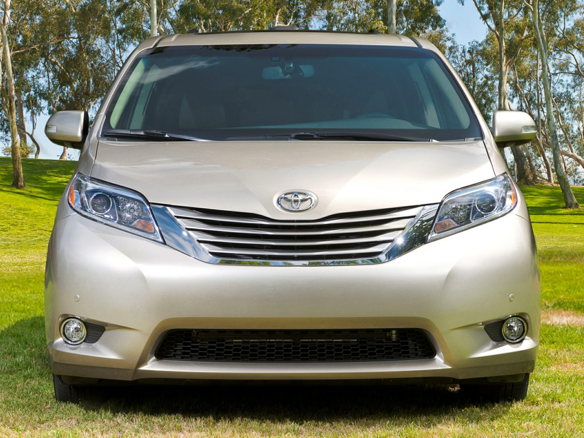 2016 Toyota Sienna LE White Sienna LE and 4D Passenger Van Constructed to the highest of standar
