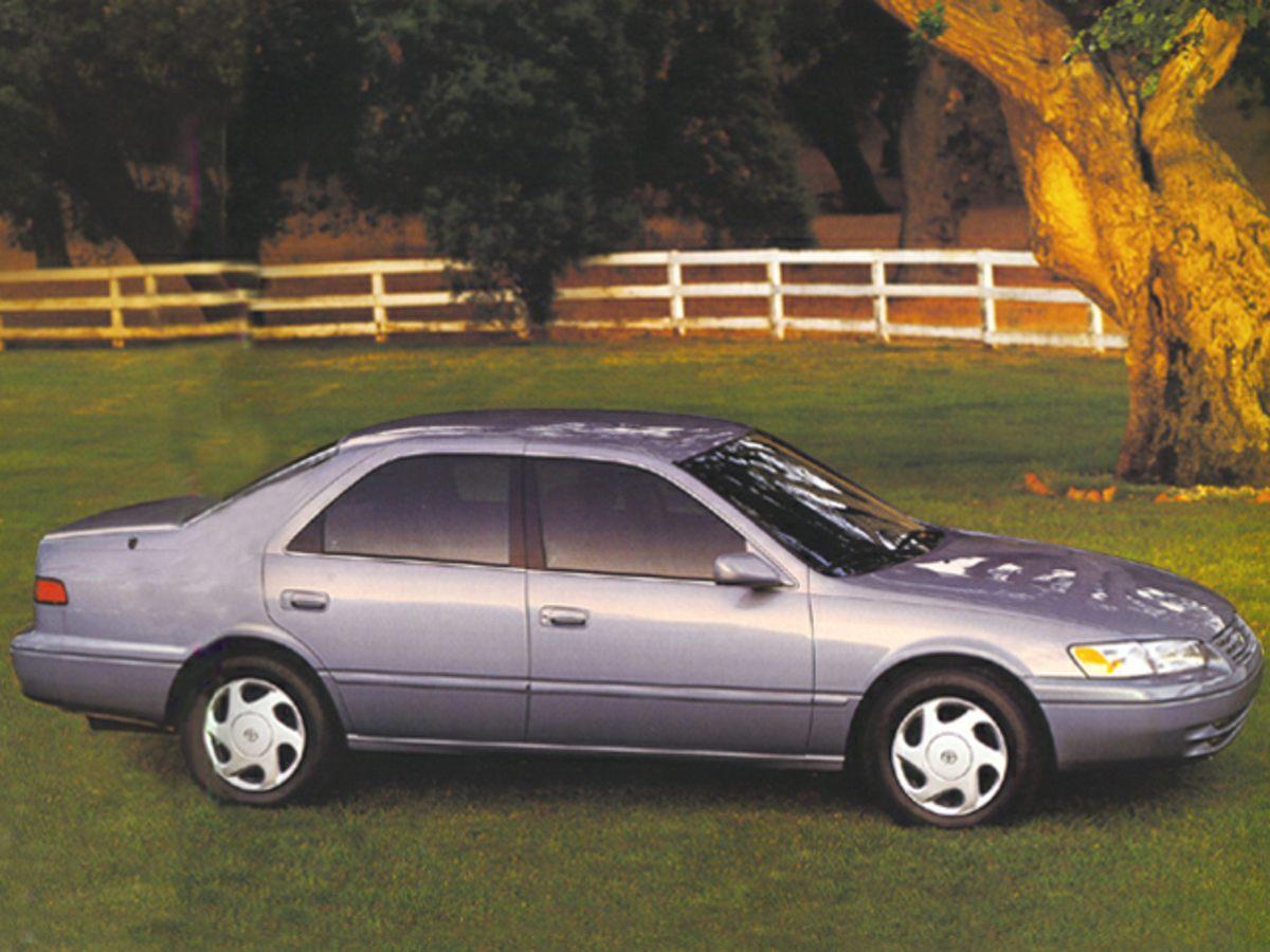 1999 Toyota Camry CE Black Cloth Seat TrimFront Bucket SeatsTachometerAMFM radioBodyside mol