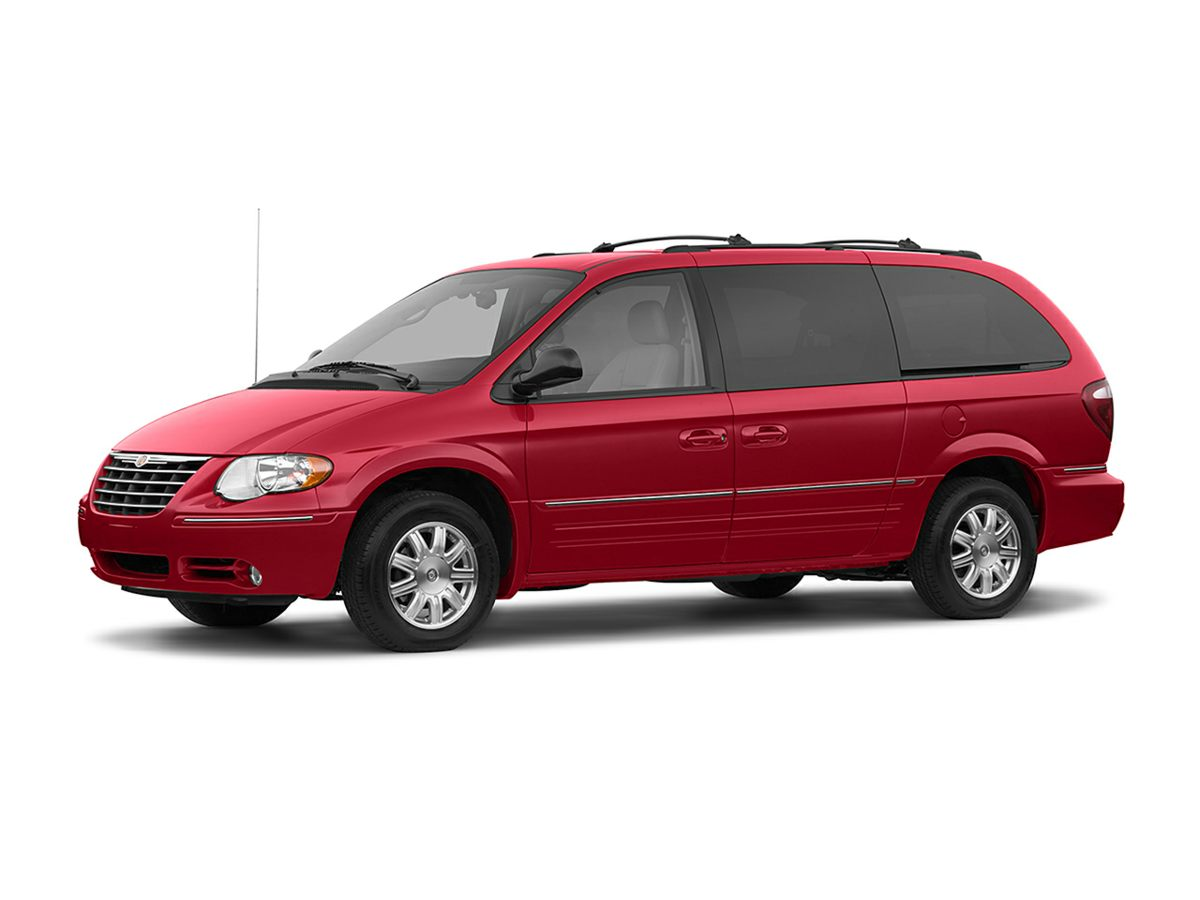 2005 Chrysler Town  Country Base Gold CLEAN CARFAX  2005 Chrysler Town and Country  Passe