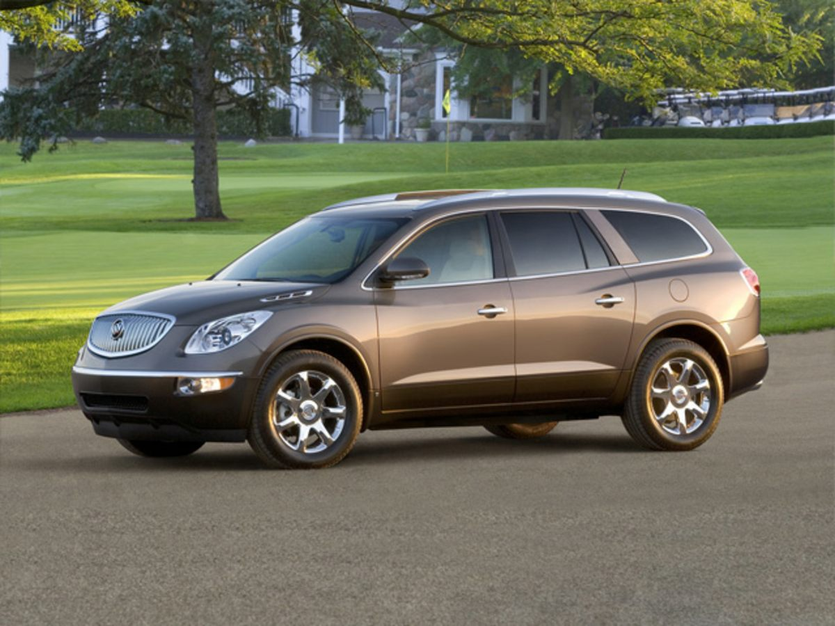 2008 Buick Enclave CXL Silver FWD A real treat to drive On the fast track This superb-lookin