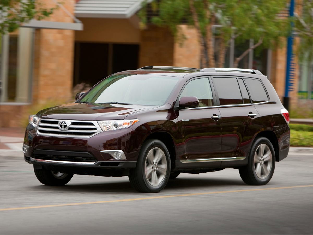 2013 Toyota Highlander SE LOW LOW MILES And CLEAN CARFAX ONE OWNER What a price for a 13 Wh