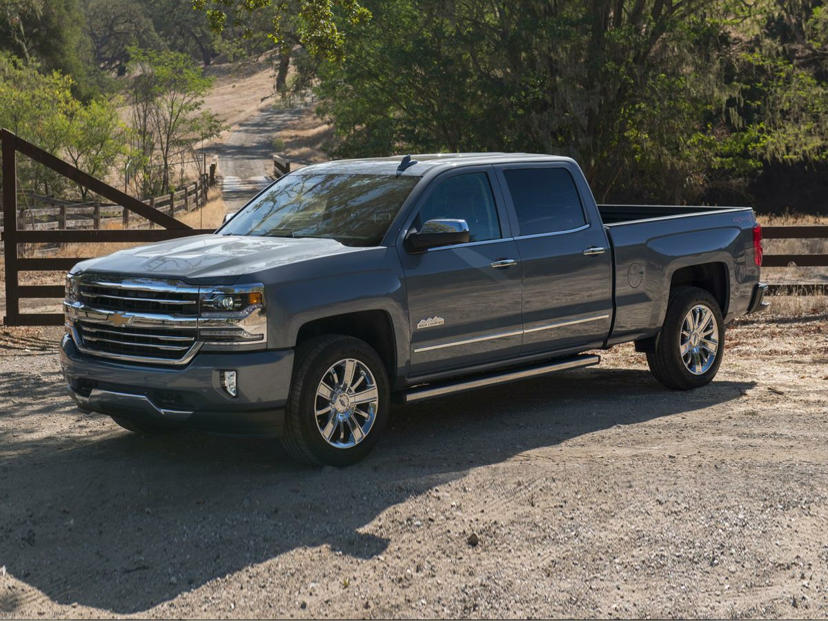 2018 Chevrolet Silverado 1500 High Country Beige 2 YEARS FREE MAINTENANCE Dont miss your