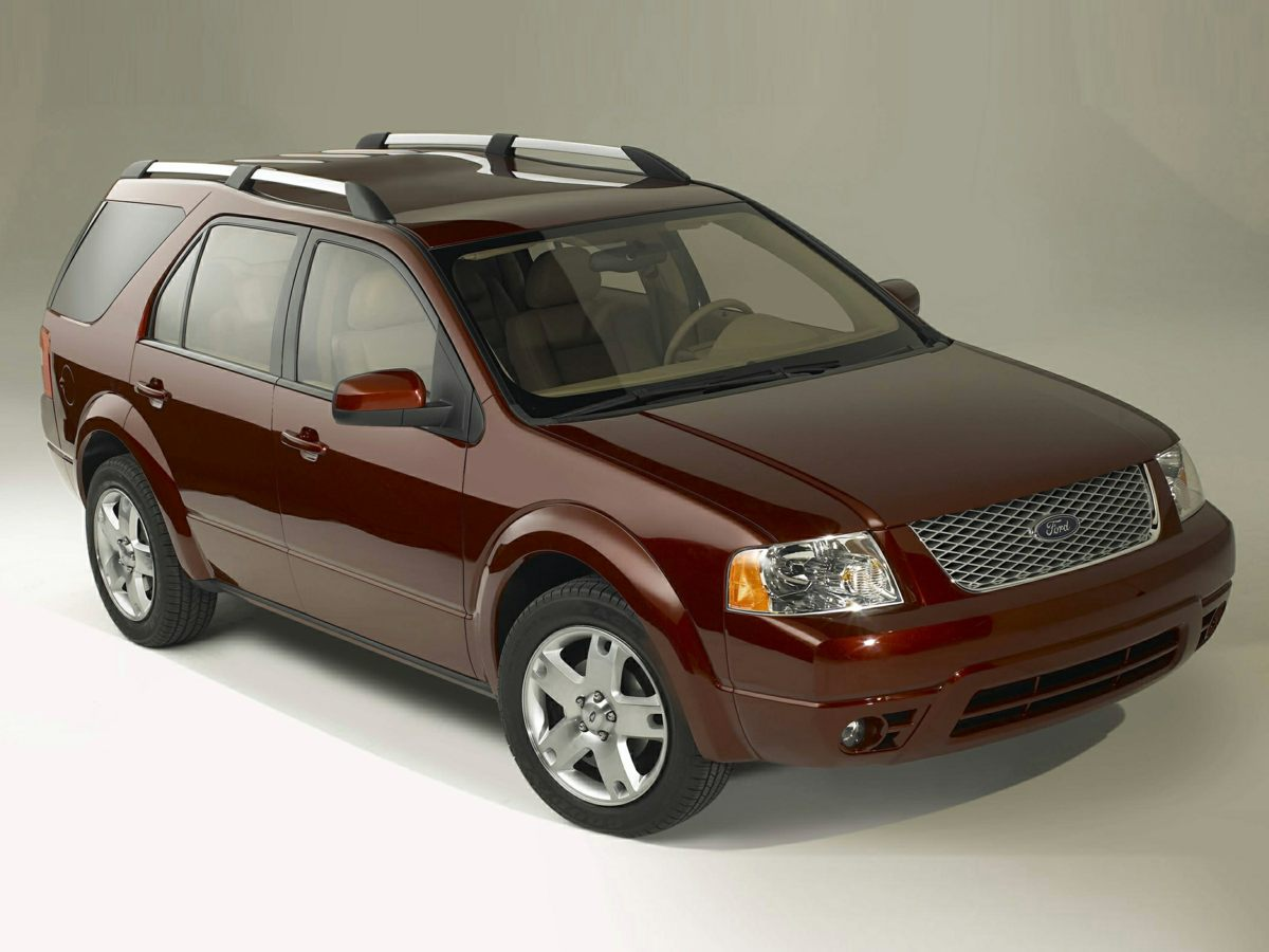 2005 Ford Freestyle 4dr Wgn SEL CD player Bumpers: body-color