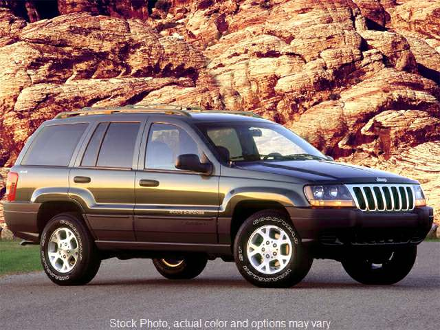 Used 2000  Jeep Grand Cherokee 4d SUV 4WD Laredo at Ubersox Used Car Superstore near Monroe, WI