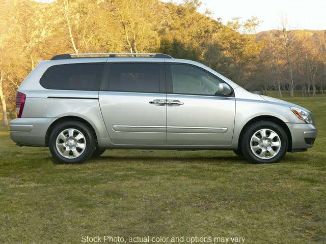 2007 Hyundai Entourage 5d Wagon SE at Good Wheels near Ellwood City, PA