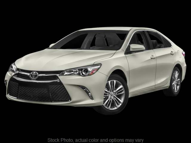 Used 2015  Toyota Camry 4d Sedan SE at Bobb Suzuki near Columbus, OH