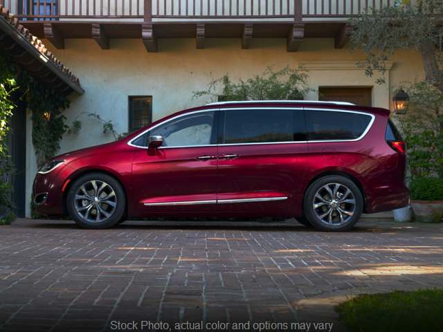 Used 2018  Chrysler Pacifica 4d Wagon Touring L at Graham Auto Group near Mansfield, OH