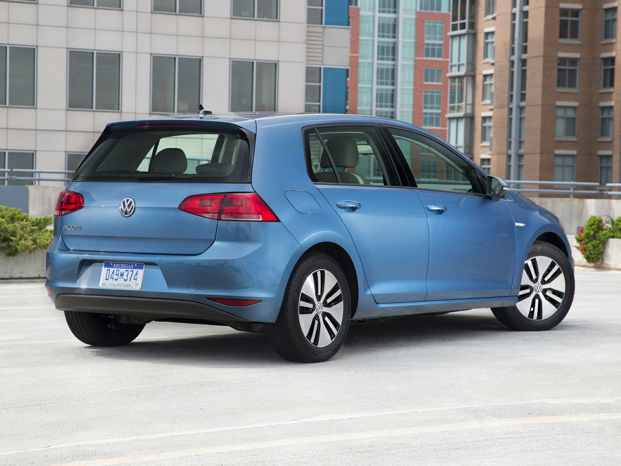 2016_Volkswagen_e-Golf_SE_ Kingston NY